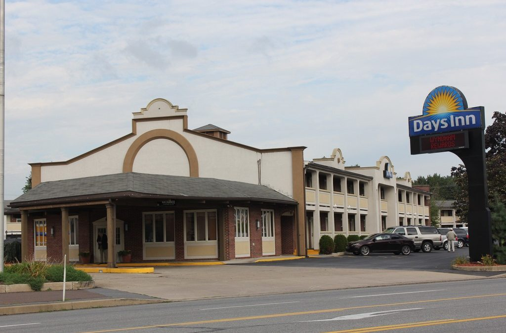 LENDER OWNED AUCTION 109 Unit Operating Days Inn  & Restaurant w/ National Tenant Lewisburg, PA